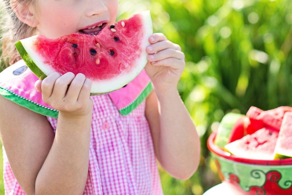 Jak naučit děti jíst ovoce